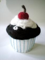 Petit gâteau en laine feutrée