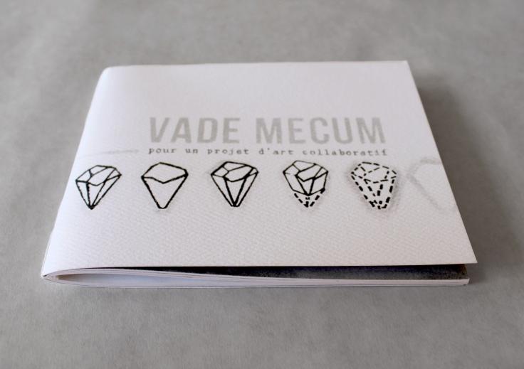 """Vade mecum, livre d'artiste sur le travail de création en collaboration. Impression numérique sur papier Enviro100. 5"""" X 5,5"""", 2013-2014."""