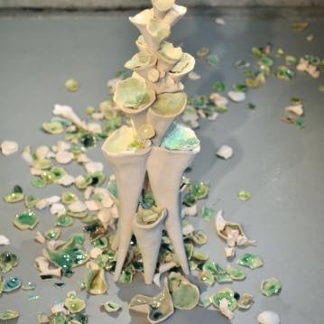 Petit, sculpture de céramique, 4' X 1,5', 2012.