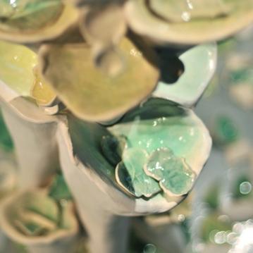 Petit, détail. Sculpture de céramique, 4' X 1,5', 2012.