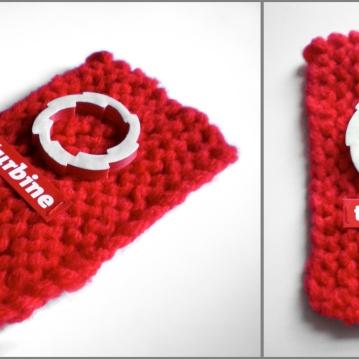 """Logo : impression numérique 3D sur tricot de laine, 3,5"""" X 2"""", 2012."""