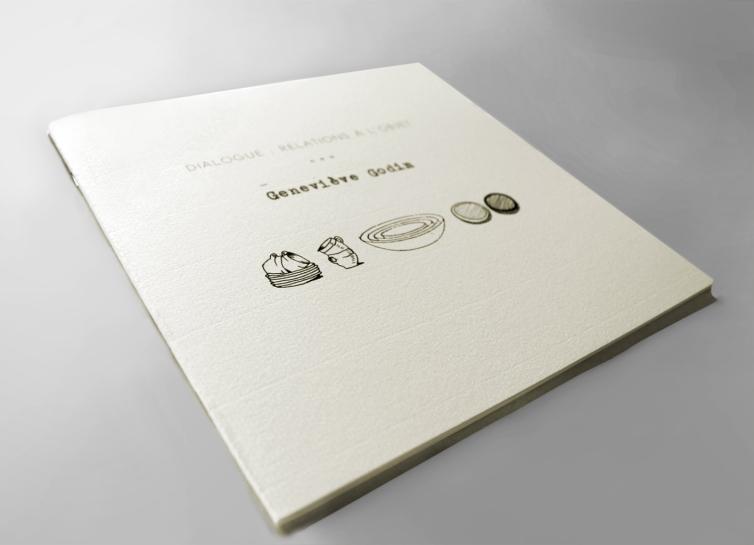 """Dialogue : relations à l'objet, impression numérique, 8,5"""" X 8,5"""", 2012. Publication d'artiste double sur deux processus de création."""